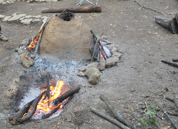La fornace del sito archeologico messa in funzionamento